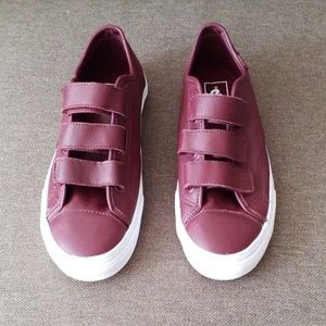 Van's like new condition burgundy